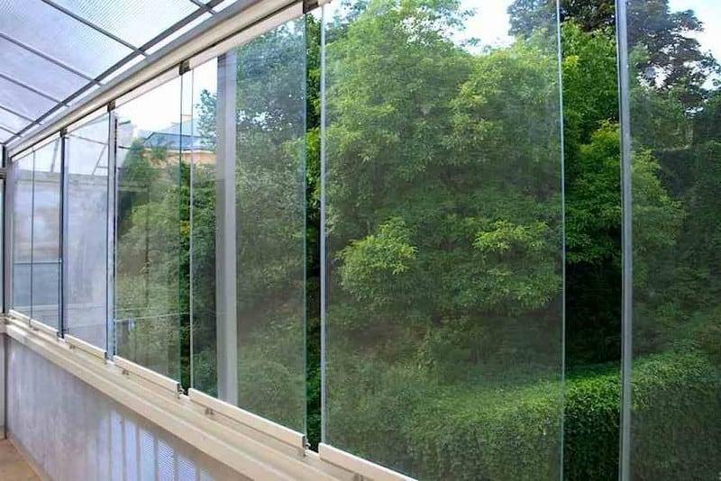 דלתות הזזה זכוכית למרפסת